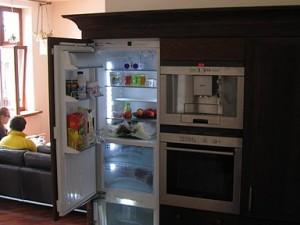 Szafa kuchenna z zabudowaną lodówką