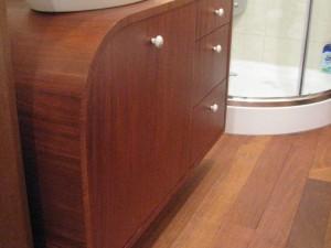 Szafka mahoniowa łazienkowa na wymiar
