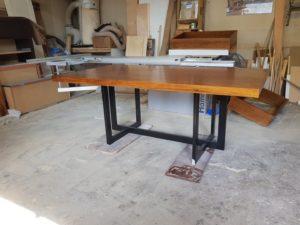 stół czereśniowy na zamówienie noga metalowa
